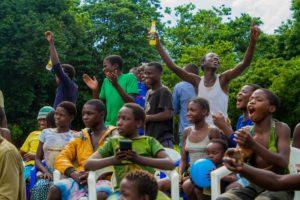 FATSANI MOVIE CREW AND CAST DONATES TO CHISOMO CHILDREN , LILONGWE STREET KIDS
